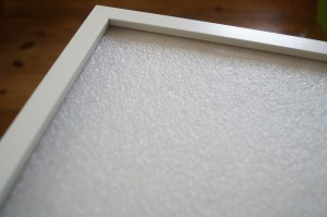 Die PE-Platte füllt den Rahmen komplett aus.